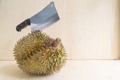 Durian en fondo de madera Foto de archivo
