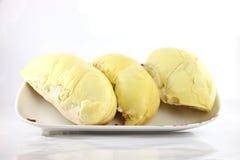 Durian en plato en el backgroad blanco. Imagenes de archivo