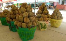 Durian im Großhandelmarkt in Bangkok Stockbild
