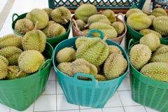 Durian im Korb an Thailands Markt Stockbild