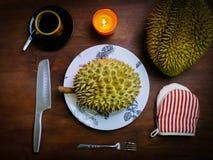 Durian królewiątko owocowy ustawiający na stole Obraz Royalty Free