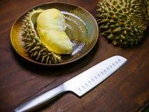 Durian królewiątko owocowy ustawiający na stole Obrazy Stock