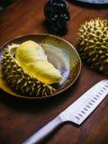 Durian królewiątko owocowy ustawiający na stole Zdjęcia Stock