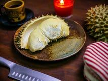 Durian królewiątko owocowy ustawiający na stole Obraz Stock