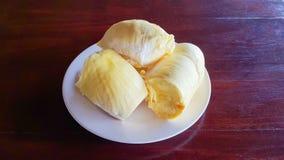 Durian no objeto seletivo da tabela de madeira Fotografia de Stock Royalty Free