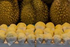 Durian o re fresco dei frutti per vendita al mercato fotografia stock