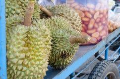 Durian på det hauled vagnshjulet Royaltyfria Bilder