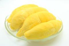 Durian in schotel op witte achtergrond Stock Afbeeldingen