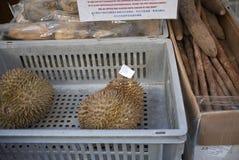 Durian som säljs i chinatown arkivfoto