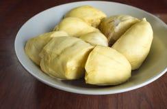 Durian strugający naczynie na drewnianym stole Obraz Stock
