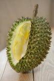 Durian sur le plancher en bois Image stock