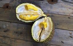 Durianfrucht nach innen Lizenzfreie Stockfotos