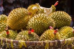 Durianfrucht am Straßenmarkt in Vietnam stockfoto
