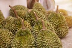 Durianfrukt efter skördfruktträdgård i Thailand Arkivbilder