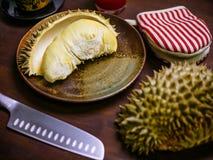 Duriankoning van fruitreeks op lijst Stock Afbeeldingen