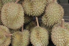 Durians no mercado Imagens de Stock Royalty Free