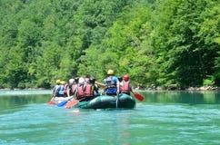 Durmitor nationalpark, Montenegro, Juni, 15, 2015 Montenegro plats: Folk som rafting på den Tara floden Royaltyfria Foton