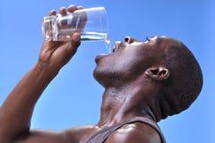 Durstiger Mann Stockfoto