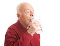 Durstlöschendes gefiltertes Wasser lizenzfreies stockbild