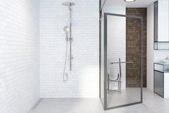 Dusch i ett vitt tegelstenbadrum stock illustrationer