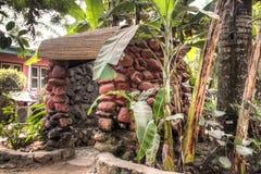 Dusche im Freien bei großem Millys in Krokobite, Accra, Ghana Stockbilder