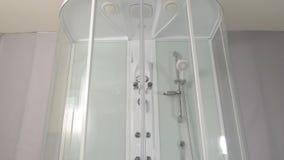 Duschkabin Glidning av mekanismen av en duschkabin Duschkabin, stall arkivfoto