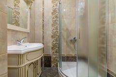 Duschkabin och vask Royaltyfria Bilder