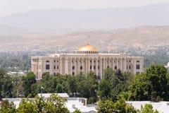 DUSHANBE, TADSCHIKISTAN - 21. DEZEMBER 2014: Eins von Marksteingebäuden der Tadschikistan-Hauptstadt, Präsident haus- Dushanbe Ta Stockbild