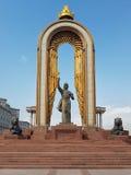 DUSHANBE, TAJIKISTAN-MARCH 15,2016: Statue von Ismoil Somoni in der Mitte der Stadt Lizenzfreie Stockfotos
