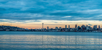 dusk ορίζοντας του Σιάτλ Στοκ φωτογραφία με δικαίωμα ελεύθερης χρήσης