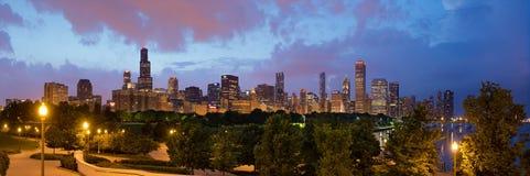 dusk του Σικάγου ορίζοντας στοκ φωτογραφίες