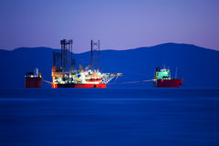 dusk φορτίου σκάφος Στοκ Εικόνες