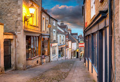 Dusk at Frome. Olde worlde cobbled streets and quaint buildings at Catherine Hill in Frome, Somerset Stock Photo