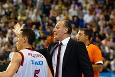 Dusko Ivanovic作指示他的球员 图库摄影