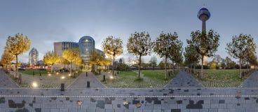 Dusseldorf bij schemer Stock Afbeelding