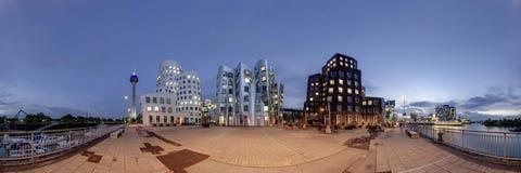 Dusseldorf bij schemer Stock Foto's