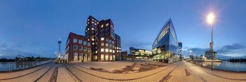 Dusseldorf bij schemer Stock Afbeeldingen