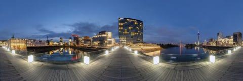 Dusseldorf bij schemer Stock Fotografie