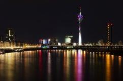 Dusseldorf bis zum Nacht Stockfotos