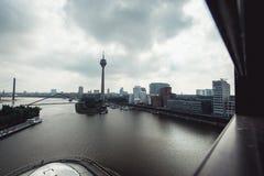 Dusseldorf cityscapehorisont på sommar 2017, Tyskland Arkivfoto