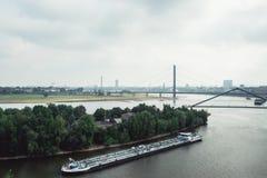 Dusseldorf cityscapehorisont på sommar 2017, Tyskland Arkivfoton
