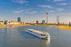 Dusseldorf dans un jour d'été ensoleillé Photos stock
