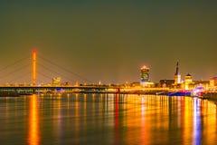 Dusseldorf, Deutschland Belichtete alte historische Gebäude nachts Lizenzfreie Stockfotos