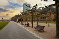 Dusseldorf, Deutschland - 11. Mai 2017: Rhein-Dammpromenade n Stockbilder