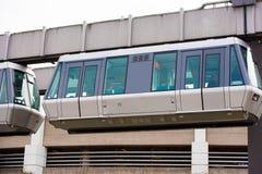 DUSSELDORF, DUITSLAND - JUNI 8, 2017: Hemel-trein Kabelbaan in luchthaven Exemplaarruimte voor tekst Close-up Royalty-vrije Stock Foto