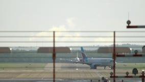 Dusseldorf-Flughafenverkehr stock video footage