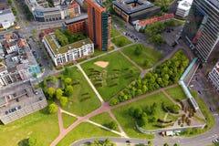 Dusseldorf, Germania - 11 maggio 2017: Alta vista superiore dell'ufficio di città Immagine Stock Libera da Diritti
