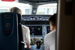 DUSSELDORF - 22. Juli 2016: Cockpit-Eröffnungsflug Singapore Airliness Airbus A350 lizenzfreie stockbilder