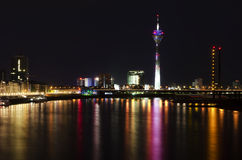Dusseldorf na noite Fotos de Stock