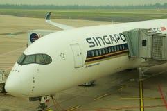 DUSSELDORF - 22nd JULI 2016: Flyg för öppningsanförande för Singapore Airlines flygbuss A350 arkivfoto